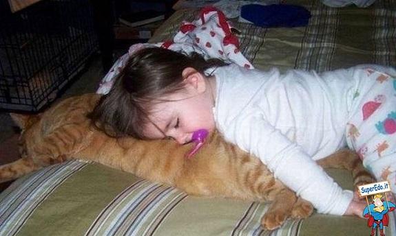 gatto e bambina